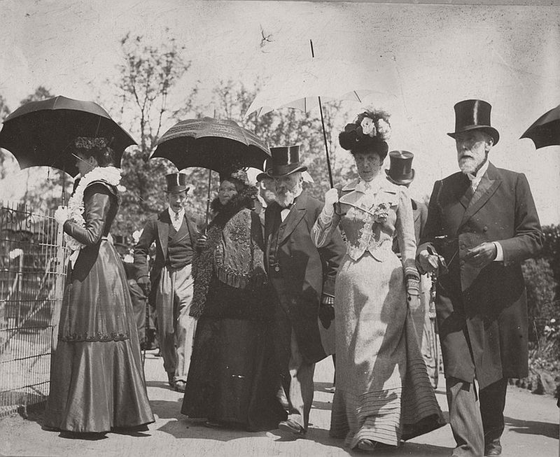 Visitors to Melbourne Zoo, 1895