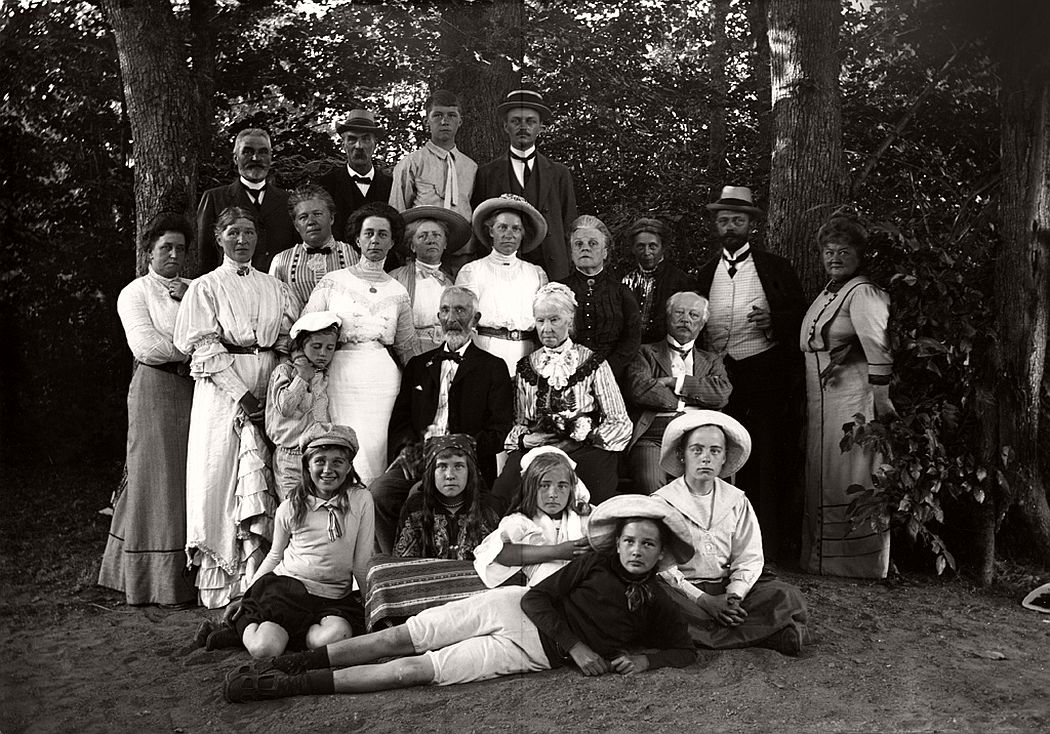 Group portrait, Nobynäs, ca. 1920s.