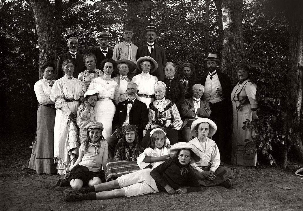 Group portrait, Nobynäs, ca. 1920s.
