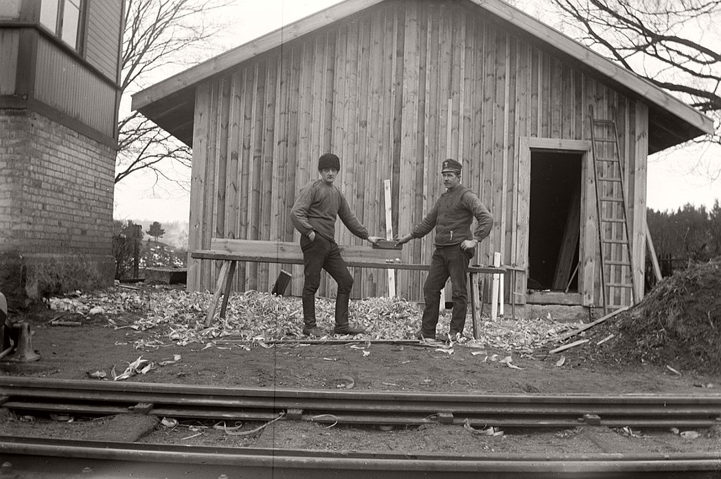 Carpenter, Frinnaryds station, 1913