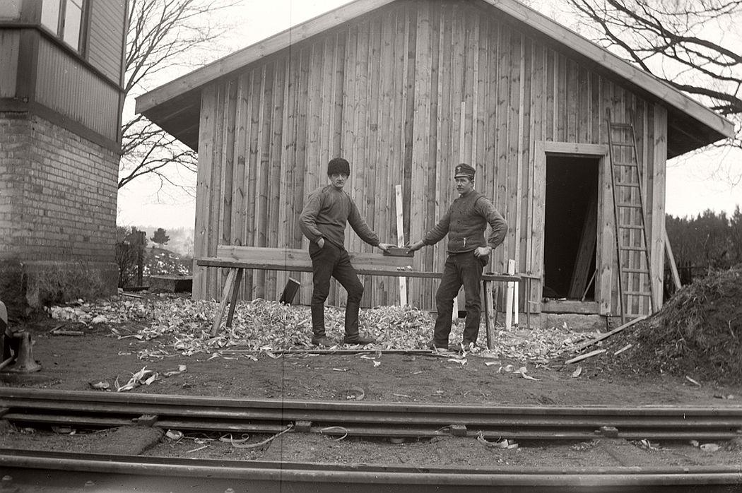 Carpenter, Frinnaryds station, 1913