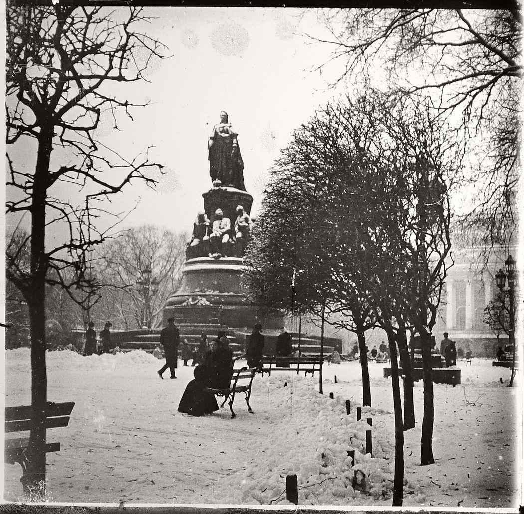 Empress Katerina statue, St Petersburg, ca. 1910s