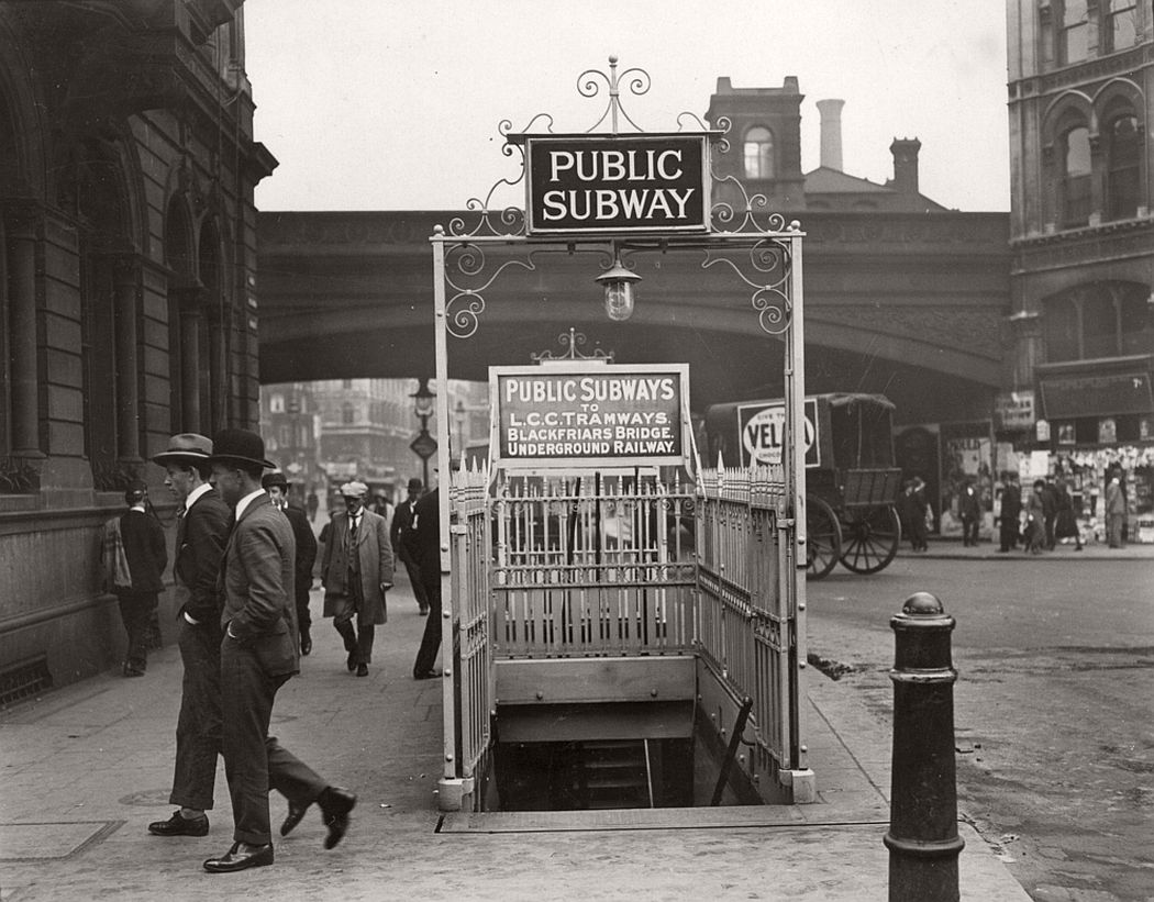 The entrance to Blackfriars Underground station, 1924.
