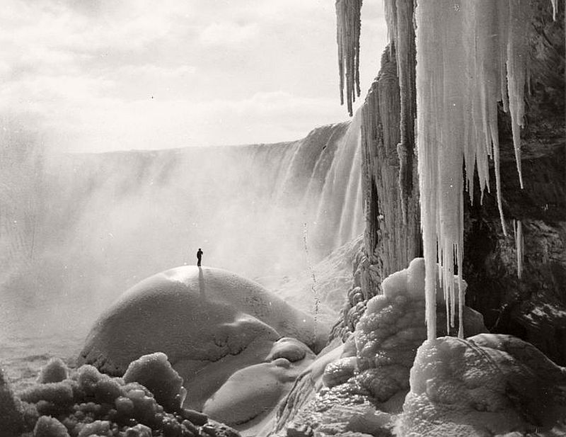 A fairy-land of ice and snow, Niagara Fall, 1903
