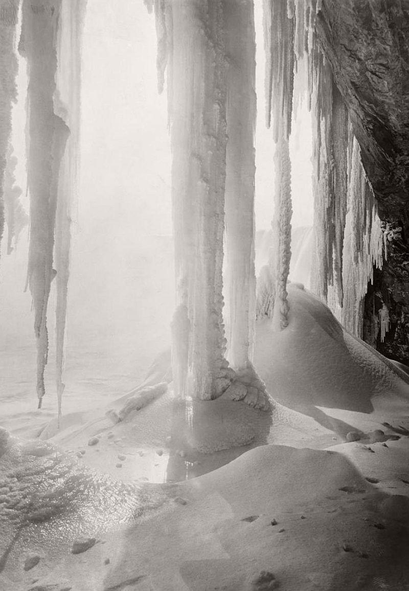 A cave behind Horseshoe Falls, Niagara Falls, 1917