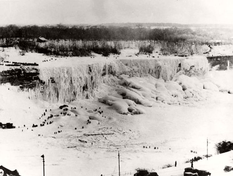 Niagara Falls completely frozen over in 1911