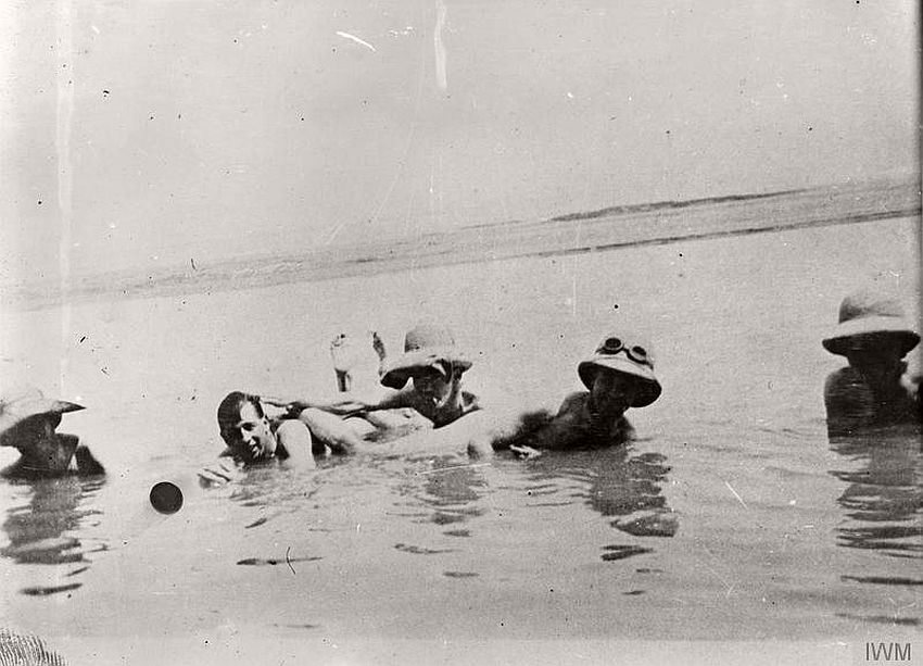 British troops in the River Tigris, Baghdad, 1917.