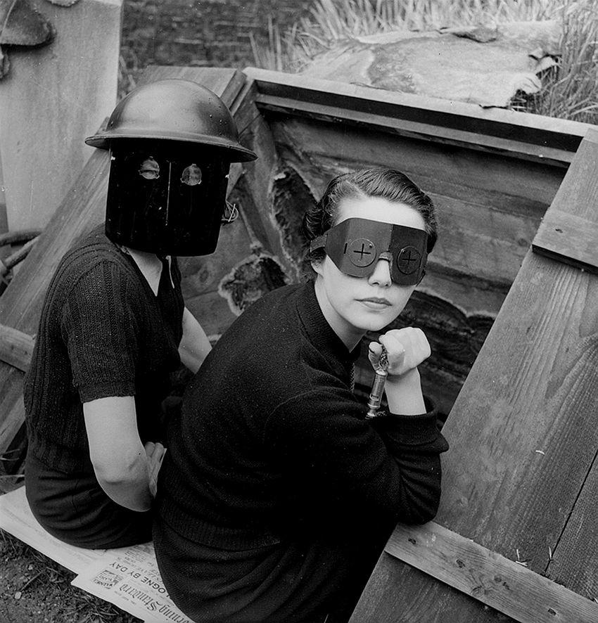 Lee Miller, Women with Fire Masks London-England, 1941, © Image: © Lee Miller Archives