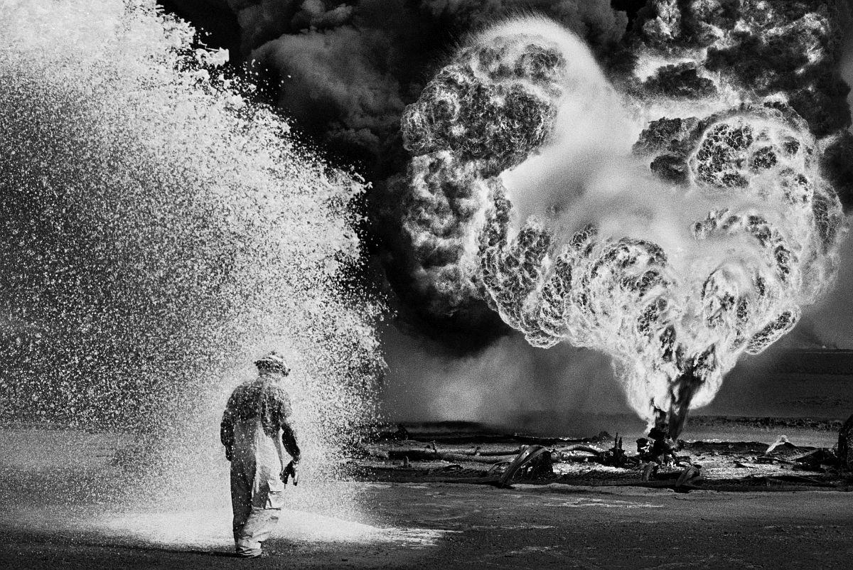 © Sebastião Salgado, Kuwait, 1991