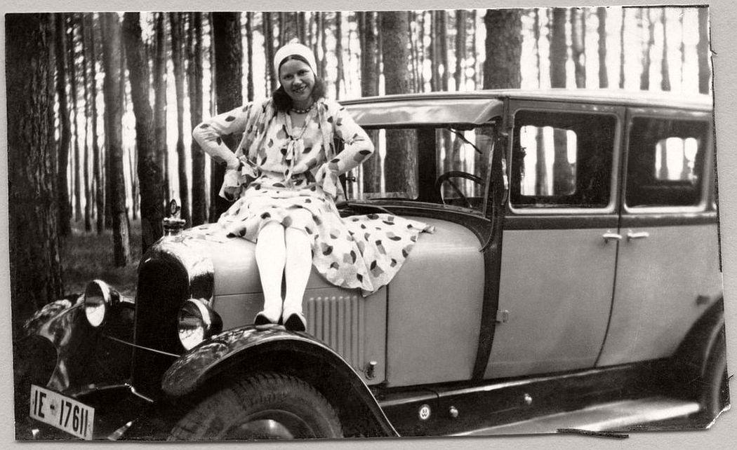 Vintage: German Ladies with Their Classic Cars (1920s)