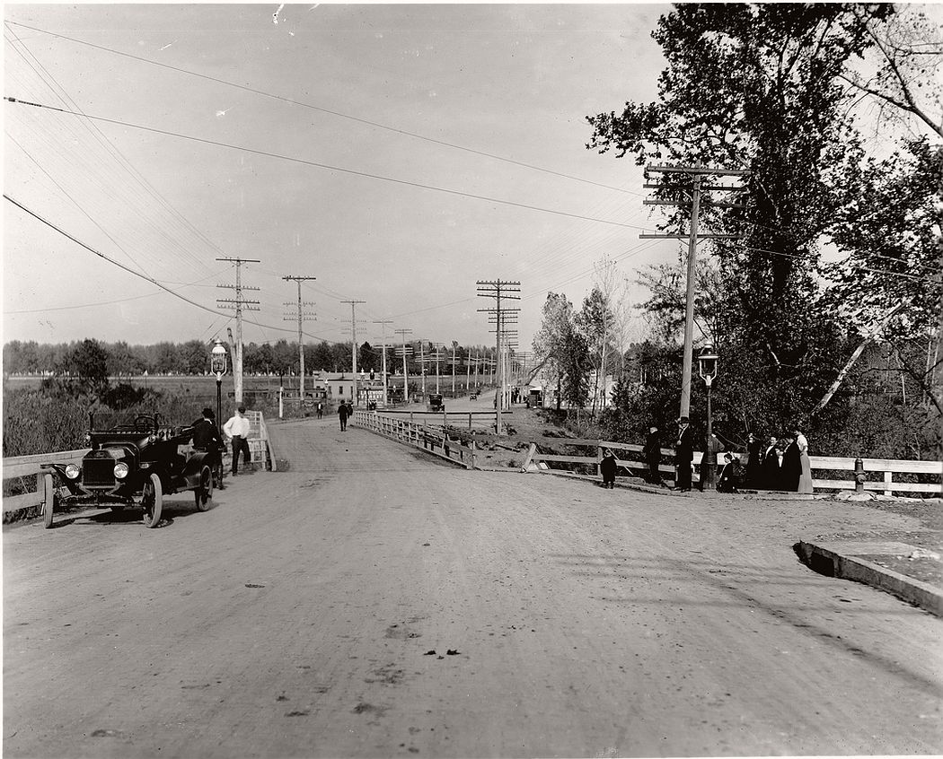Gravois Road looking east at River des Peres, 1914