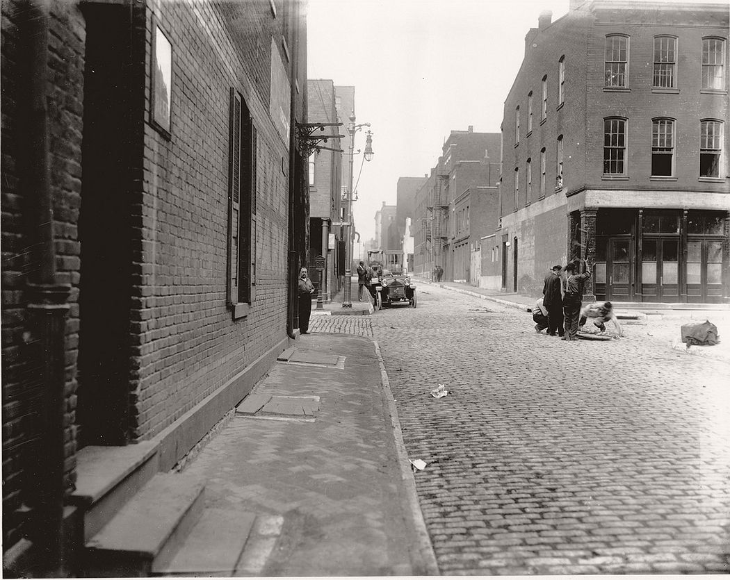 Spruce Street looking toward Second Street, ca. 1900s