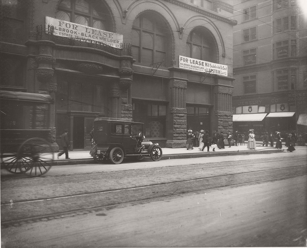 Broadway and Locust, southwest corner, 1909
