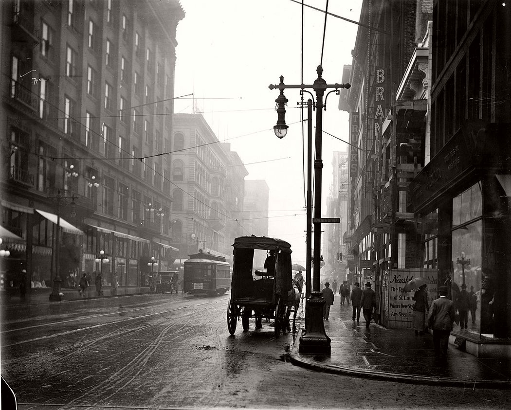 Washington Avenue looking east from Seventh Street, ca. 1910