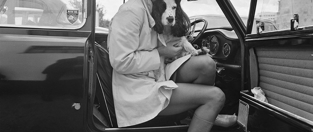 10 B&W Photos of Celebrities with their Dogs.