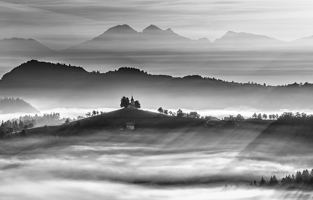 Landscape 2ND PLACE WINNER (amateur) 2ND PLACE WINNER Ales Krivec, Morning rays