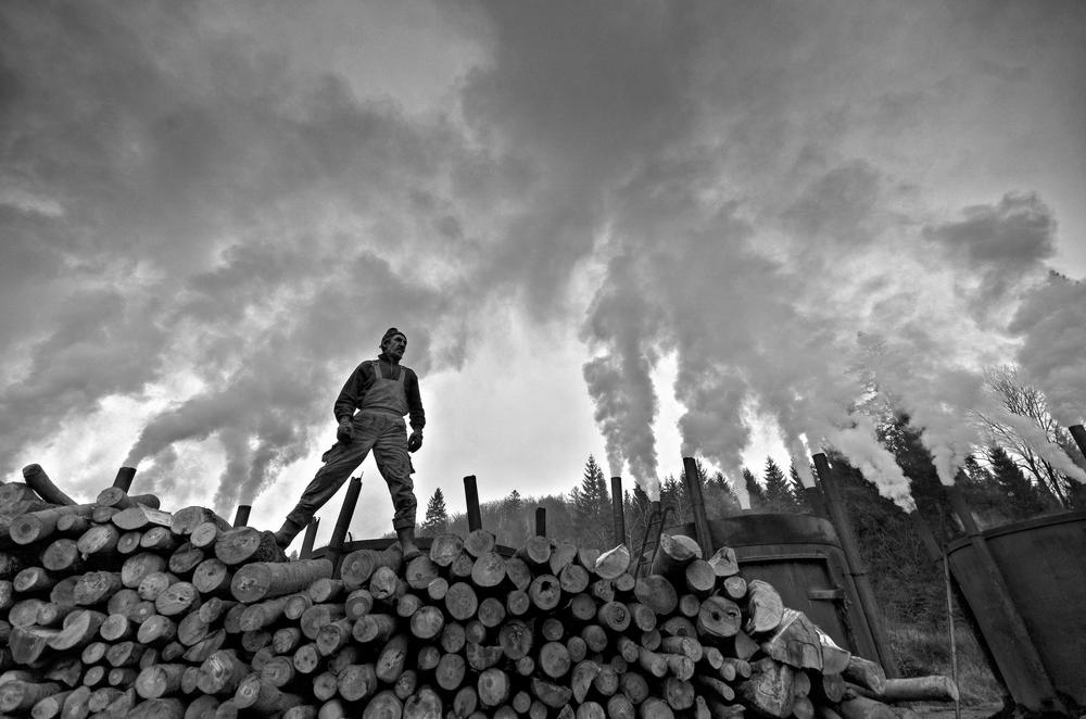 Photojournalism 3RD PLACE WINNER (amateur) 3RD PLACE WINNER Tomasz Okoniewski, titanium from the land of smoke