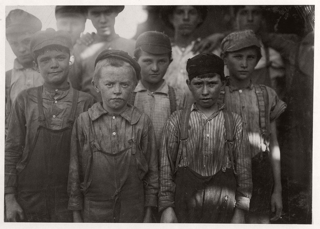 Infants working in Avondale Mills, Birmingham, Alabama, 1910