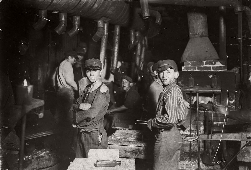 Midnight at glass works, Indiana, 1908