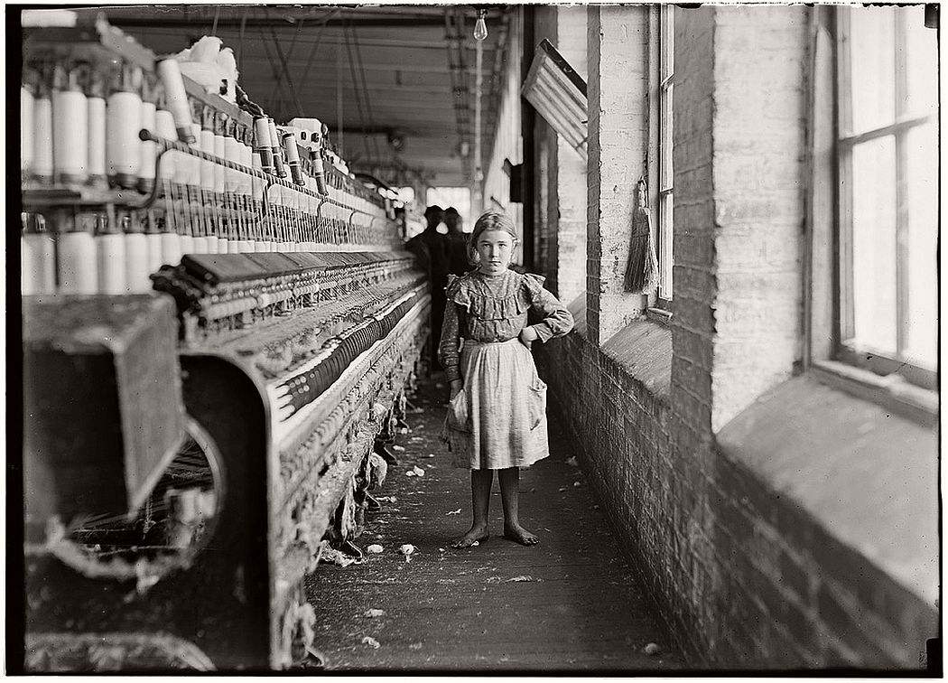 A little spinner in a Georgia cotton mill, 1909