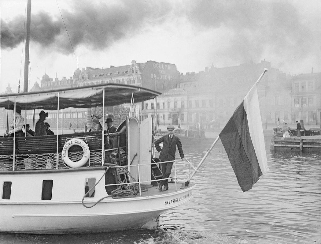 The steam ship 'Nyländska Skärgården' outside the South harbor in Helsinki