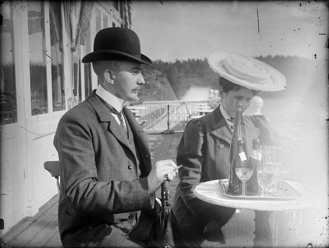 A couple on a terrasse in Helsinki
