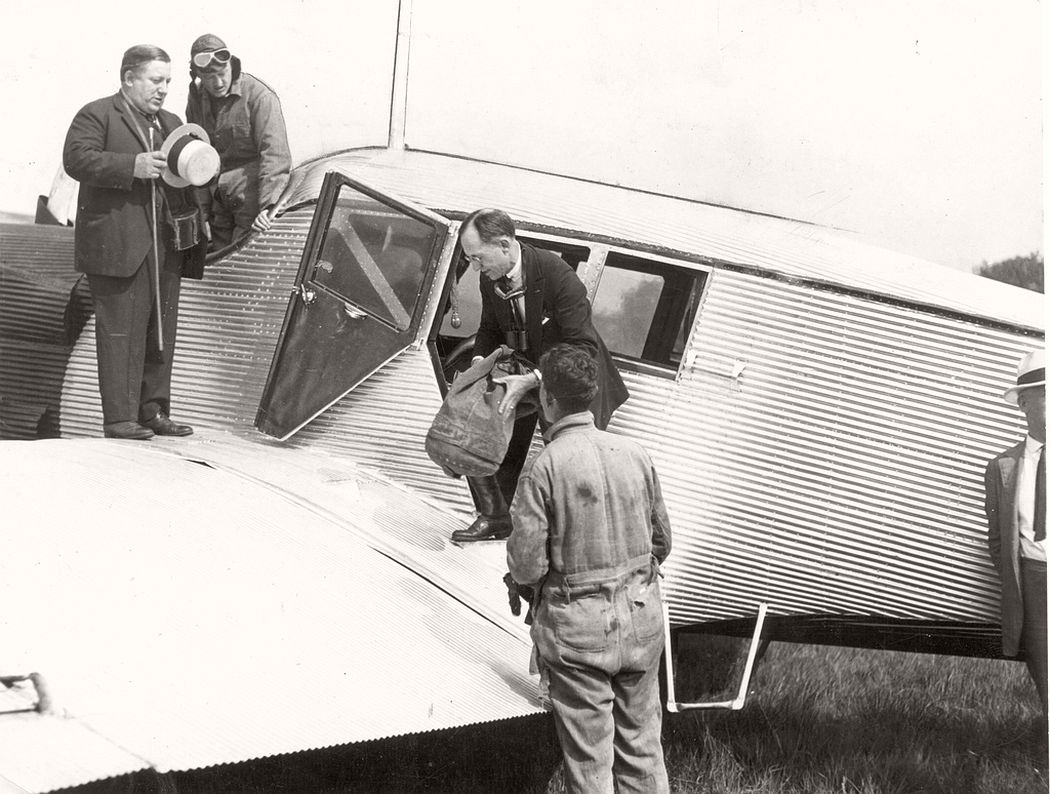 Airmail loaded for pathfinding transcontinental flight, July 29, 1920
