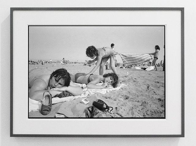 Susan Meiselas Carol, Lisa and JoJo at Rockaway Beach 1978