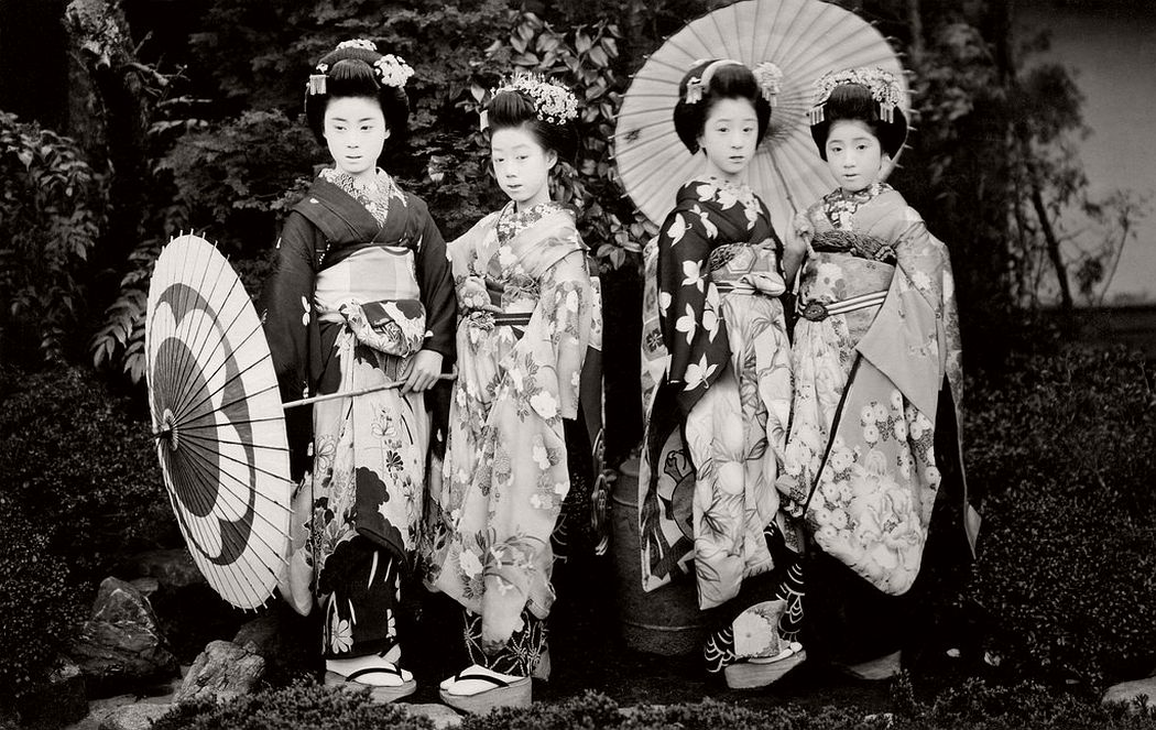 Maiko girls with umbrellas in the 1920s