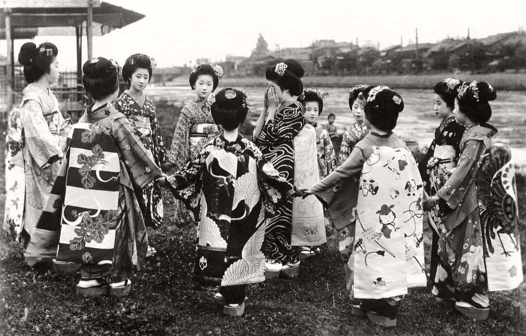 A group of Maiko girls playing a game, ca. 1920s