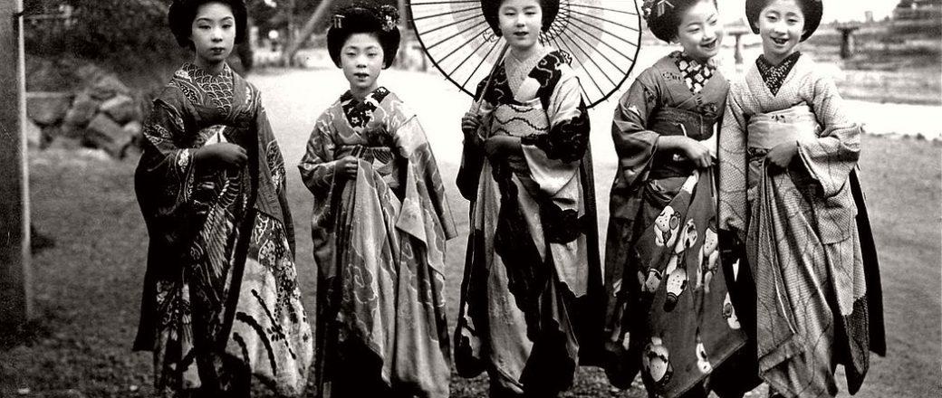 Vintage: Japanese Maikos and Geikos Girls (Taisho Period – 1910s-1920s)