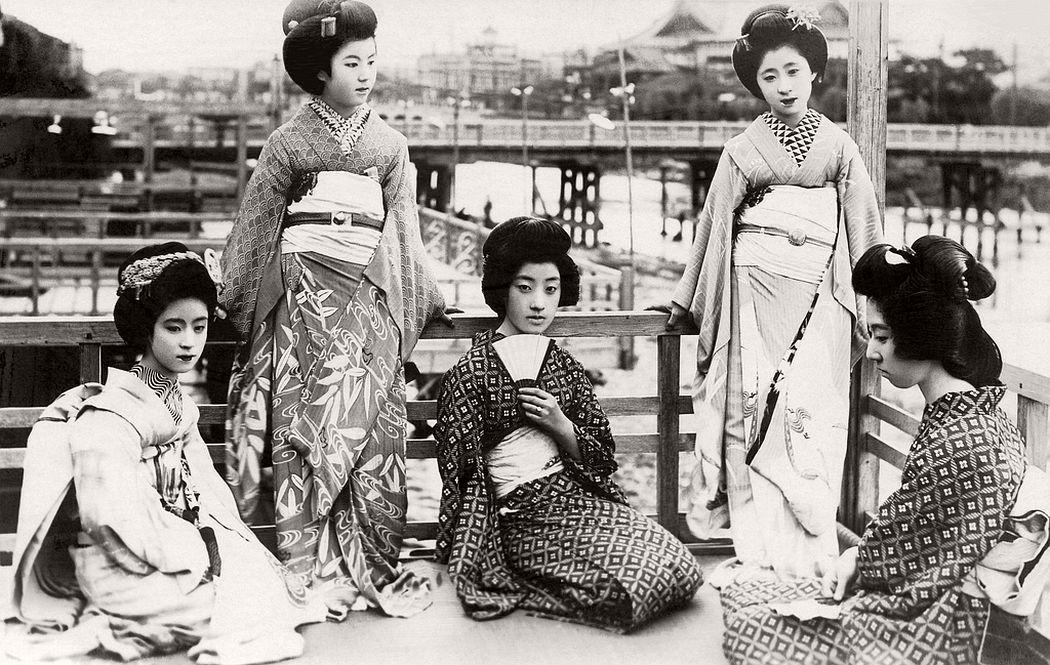 Beautiful girls in a hot summer evening, ca. 1920s