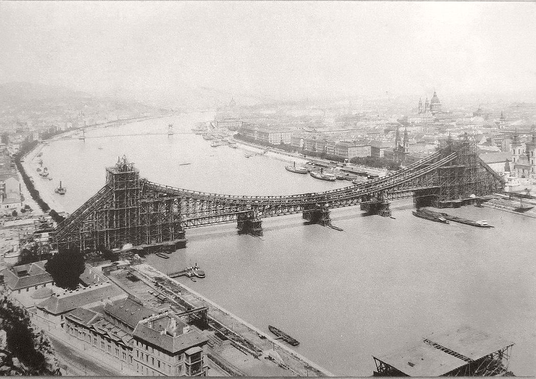 Elisabeth Bridge under construction, 1902