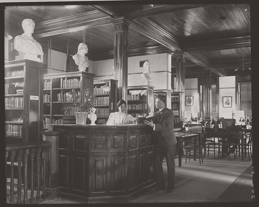 Library interior at Tuskegee Institute, 1906.