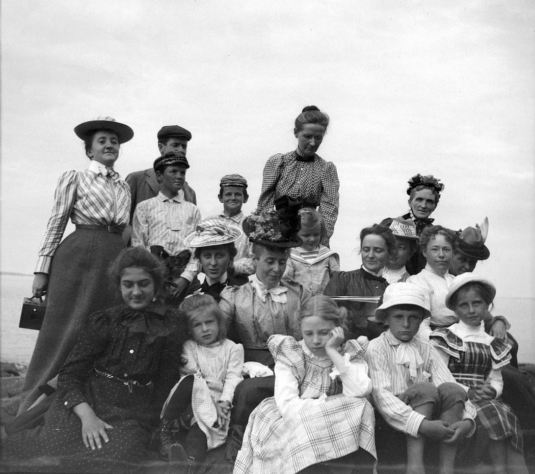 Group of family and friends of Theresa Babb having a picnic on Ogier Point in July 1900. Theresa's sister Grace is in the middle with the white hatt, and their mother Mrs. Parker is at the far top right.
