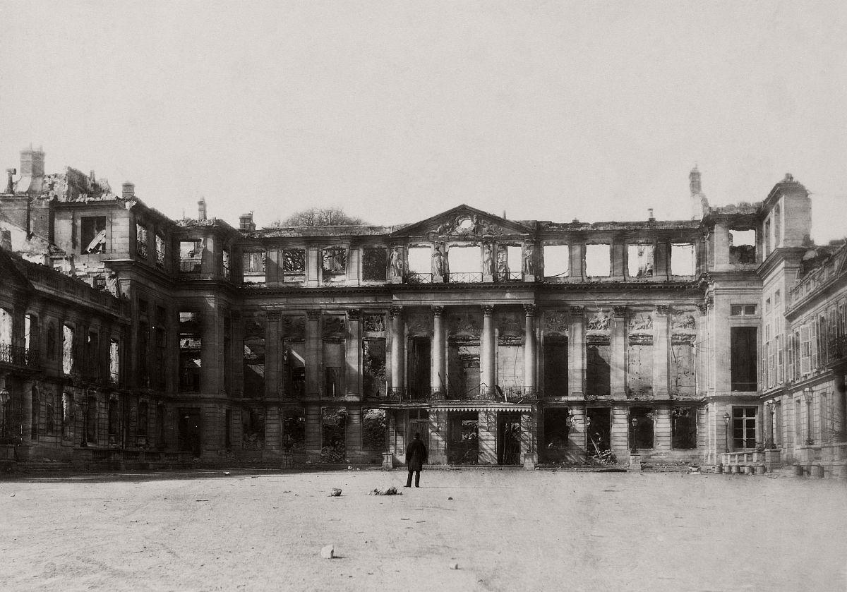 Le château de Saint-Cloud après, 1870.