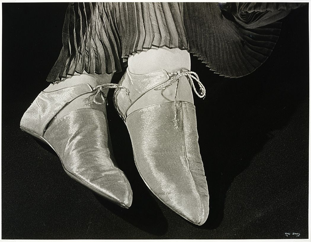 Gold lamé shoes for Harpers Bazaar, 1935 © Victoria and Albert Museum, London/Estate of Ilse Bing, courtesy Michael Mattis