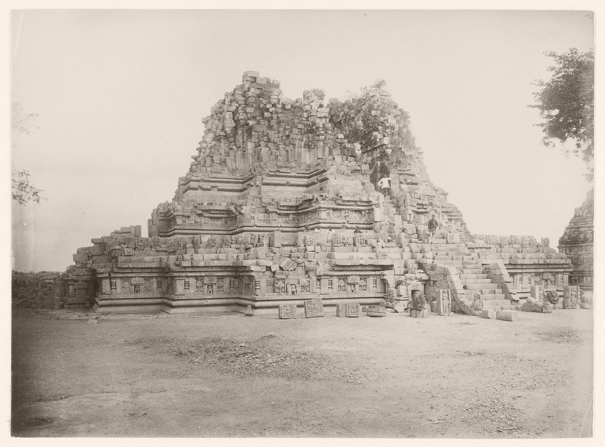 Shiva Temple with on the stairs, photographer Kassian Céphas, Prambanan, circa 1895