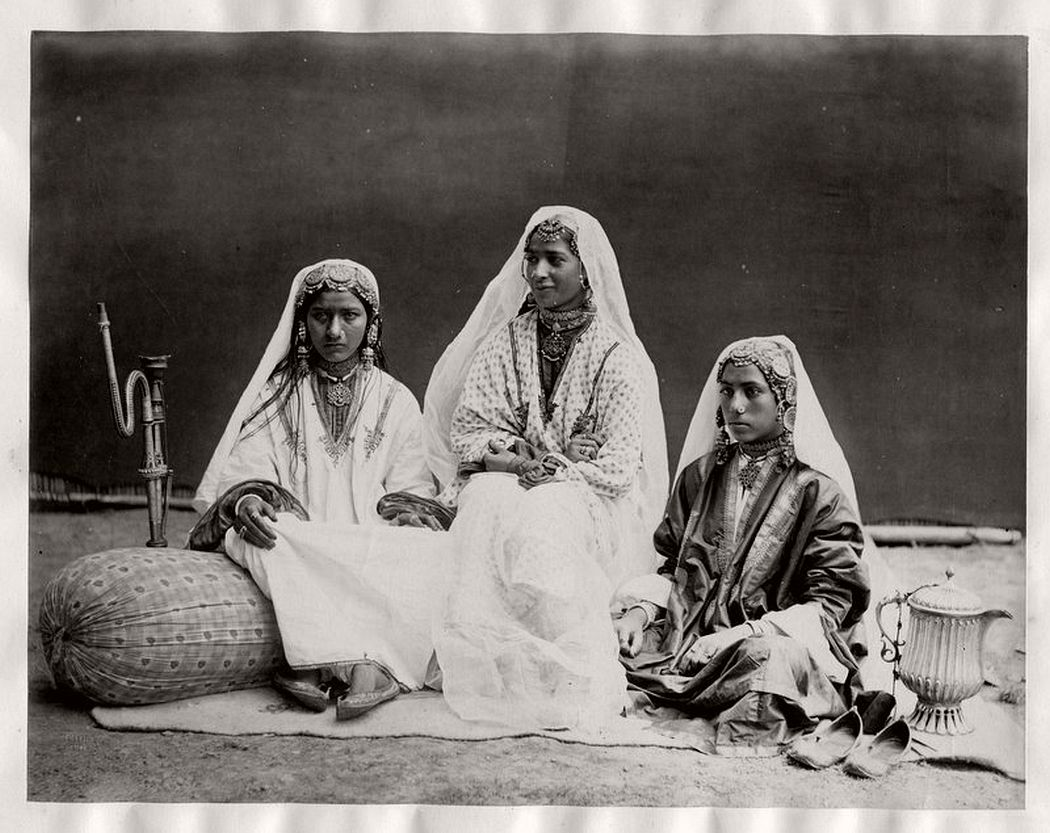 Nautch girls, Kashmir, 1870s.