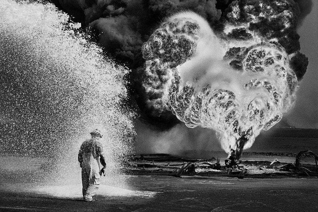 © Sebastião Salgado: Kuwait: A Desert of Fire