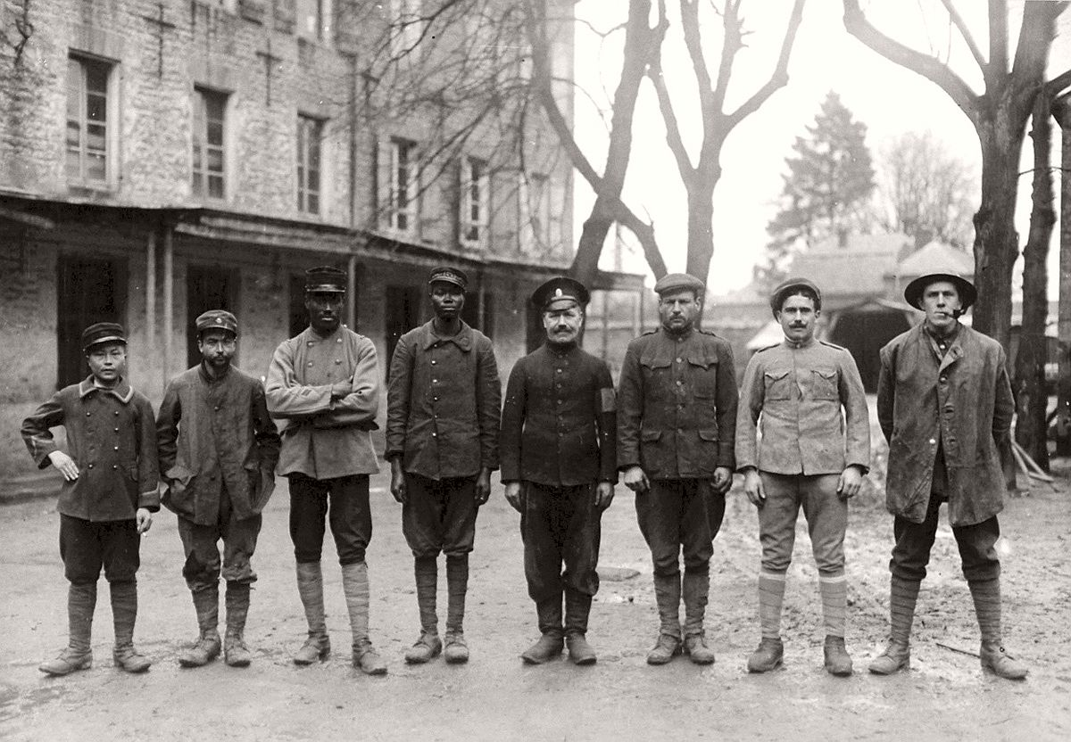 Western front, a group of captured Allied soldiers representing 8 nationalities: Anamite (Vietnamese), Tunisian, Senegalese, Sudanese, Russian, American, Portuguese, and English. # National Archive / Official German Photograph of WWI