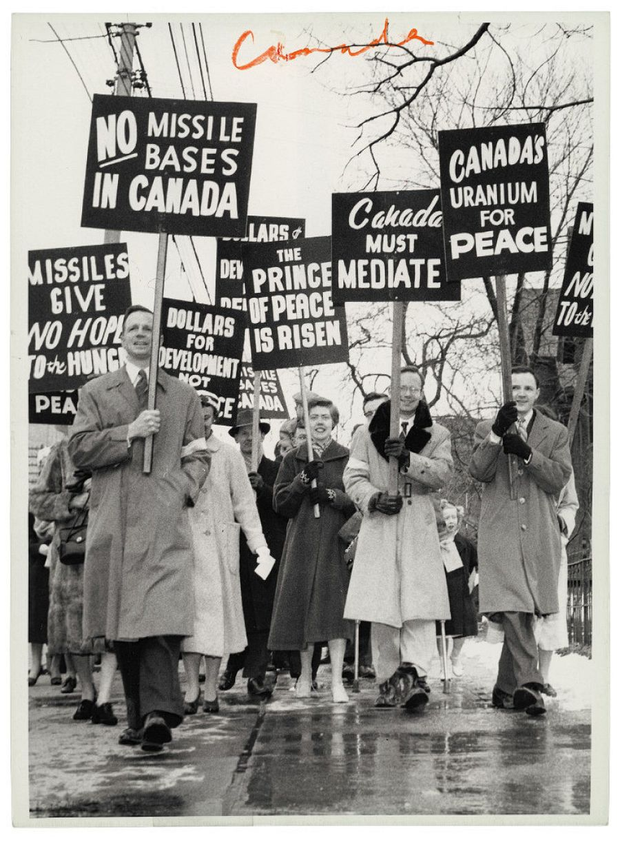 Federal Newsphotos of Canada, Untitled [Peace protesters at Easter Parade, Toronto, Ontario], March 29, 1959, gelatin silver print. Photo courtesy of the Rudolph P. Bratty Family Collection, Ryerson Image Centre.