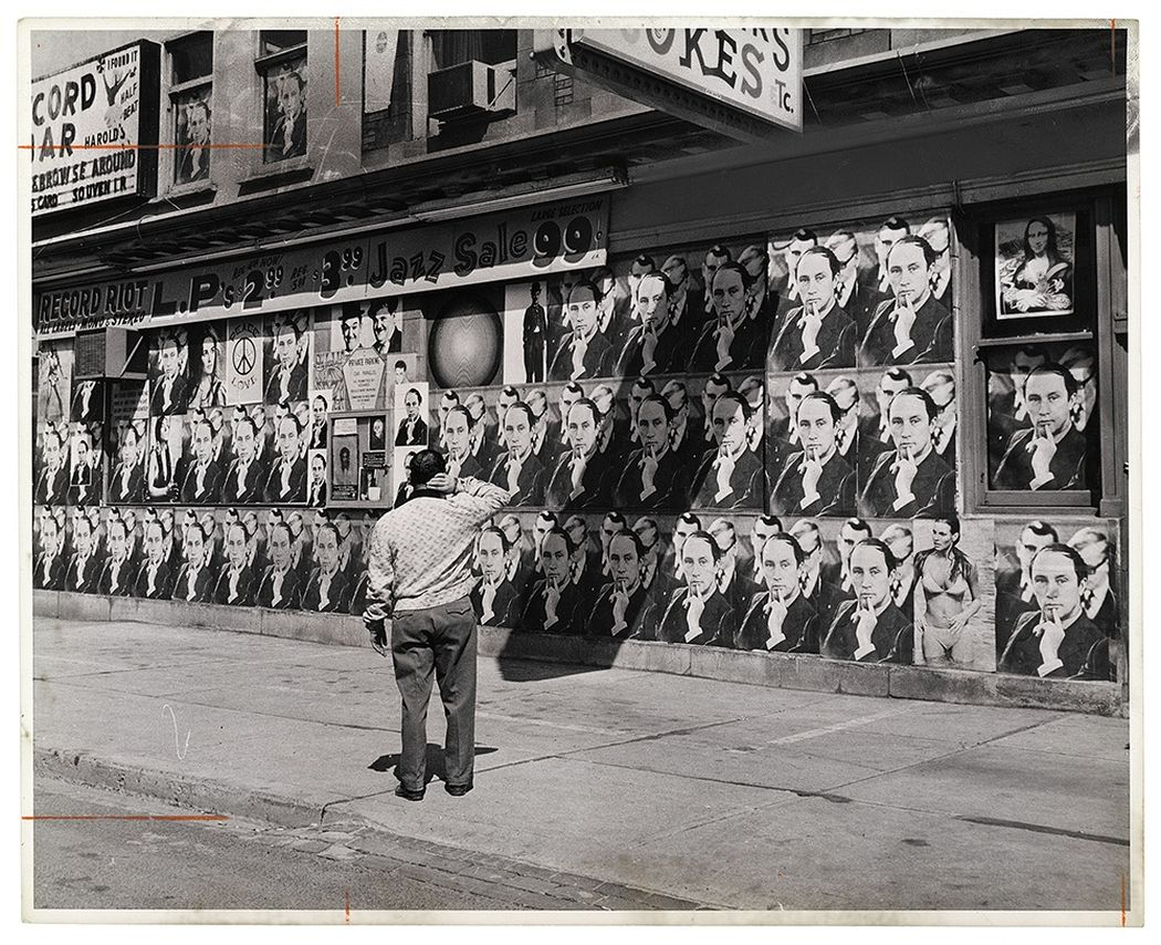 """Photographer unknown, Untitled [""""Trudeaumania"""", Toronto, Ontario],1968, gelatin silver print. Photo courtesy of the Rudolph P. Bratty Family Collection, Ryerson Image Centre."""
