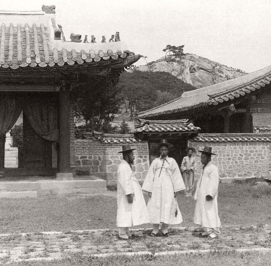 Four peace-loving Korean gentlemen at the temple of the god of war, Seoul, 1903