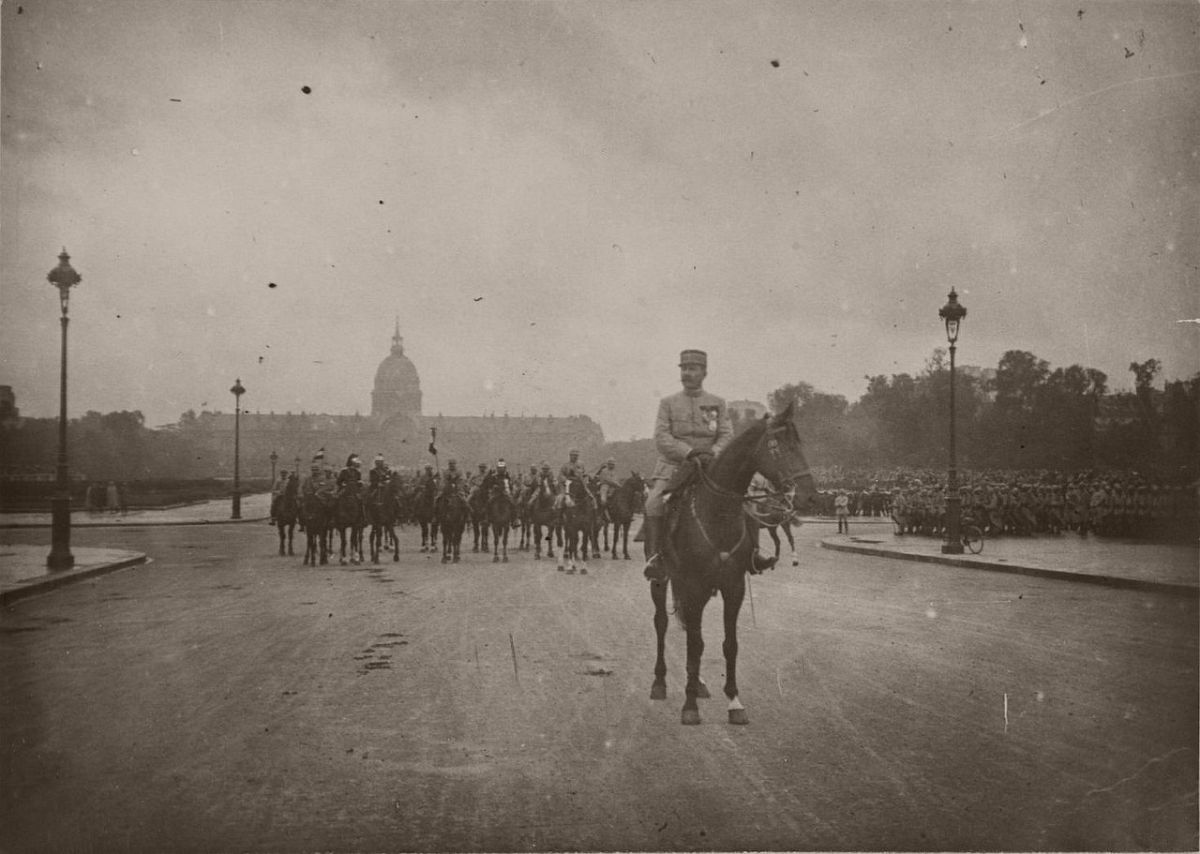 1916. General Auguste-Ivan-Edmond, the military governor of Paris.