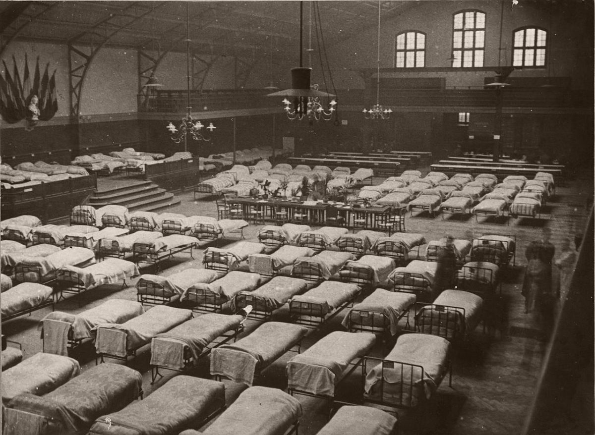 1914. Hospital in the arena.