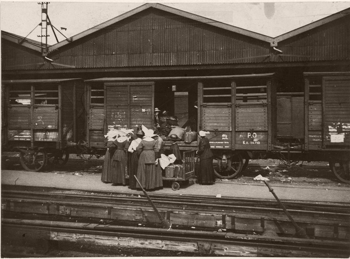 1914. Train in a Paris station.