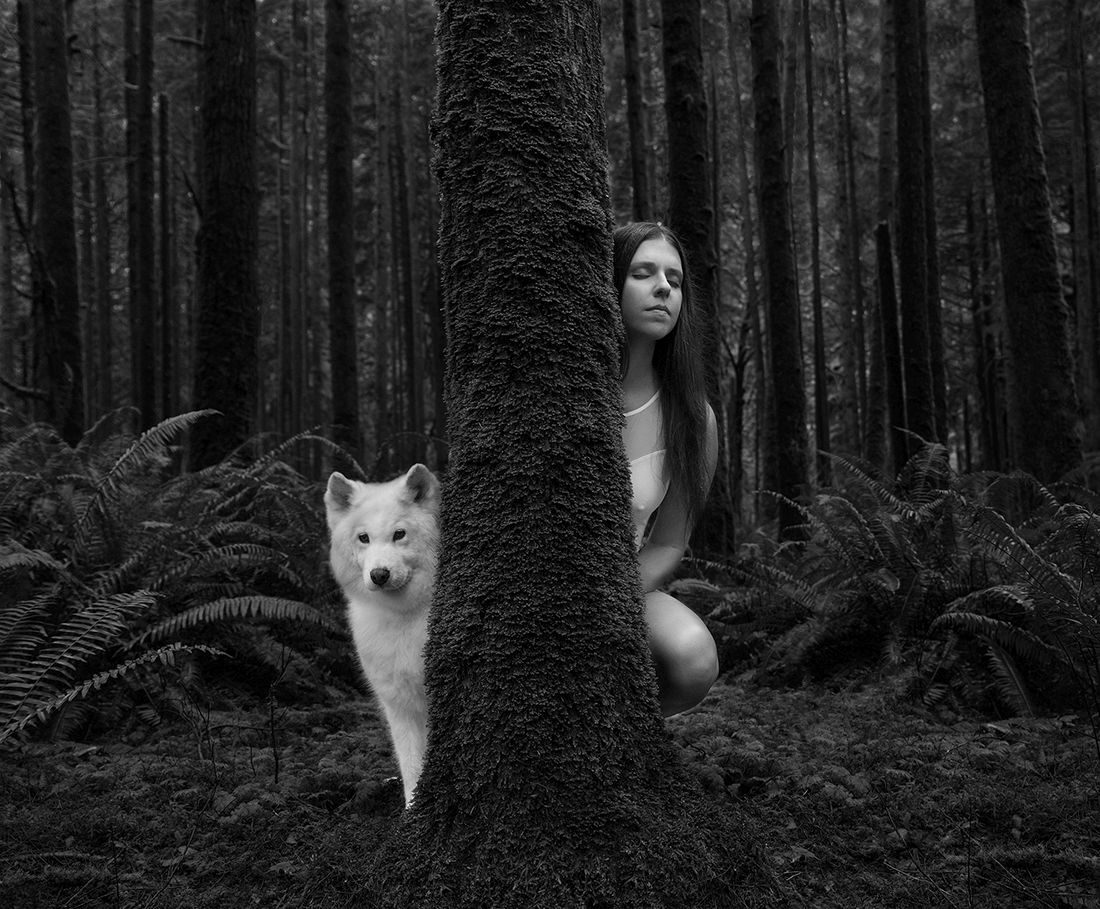 © Melissa Amber and Ashley Nicole: Woman + Wolf / MonoVisions Awards 2017 winner