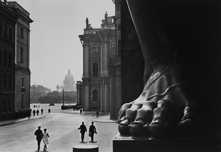 Boris Ignatovich (1899-1976). At the Hermitage, 1930