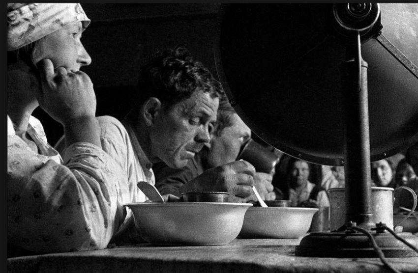 Boris Ignatovich Lunch in the Commune, 1928